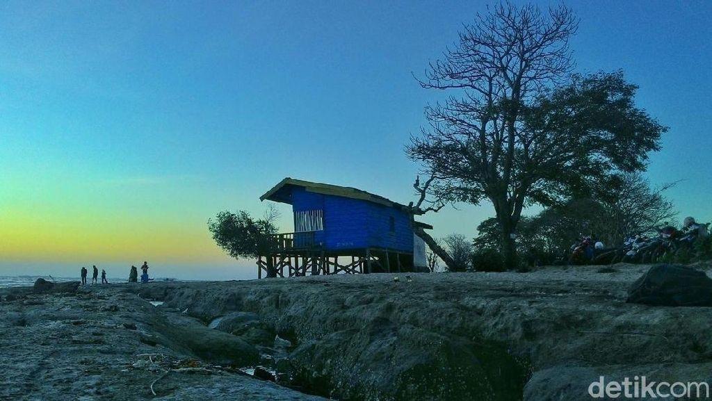Foto: Pantai Berbatu Eksotis dari Maros