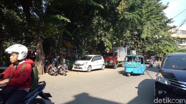 Anggota DPRD DKI Ngamuk, Mobilnya Tetap Diderek Dishub