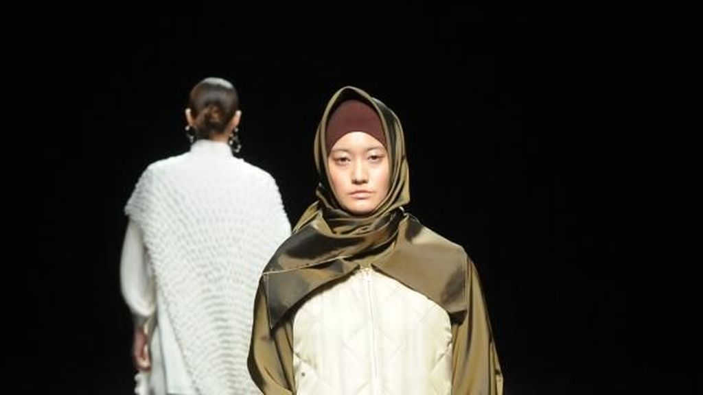 Desainer Indonesia I.K.Y.K Pamerkan Hijab di Amazon Fashion Week Tokyo