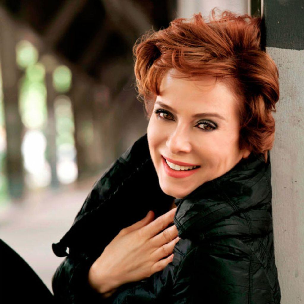 Foto: Zuhal Olcay, Penyanyi Terkenal Turki yang Hina Erdogan