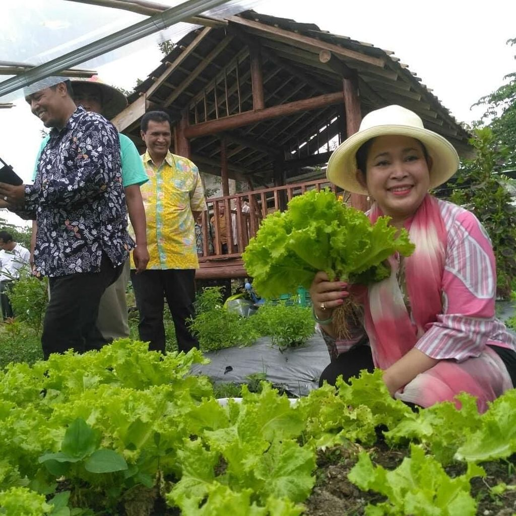 Ini 10 Foto Titiek Soeharto Saat Makan Bersama Keluarga hingga Panen Sayur
