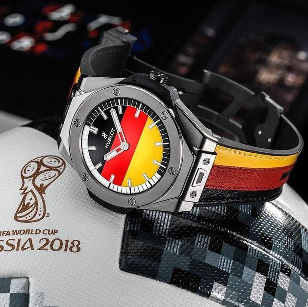 Wasit Piala Dunia 2018 Pakai Jam Tangan Android