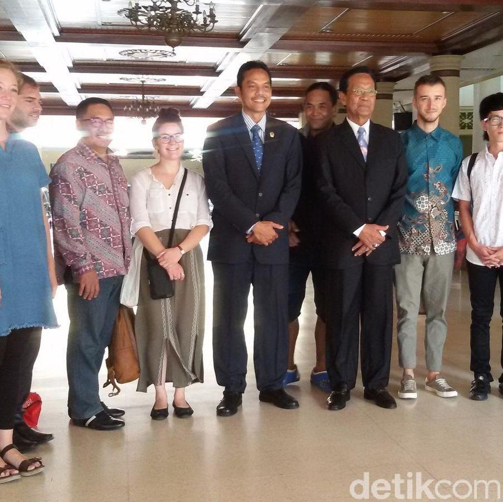 Ketika Mahasiswa Asing Ikut Rapur DPRD DIY dan Bertemu Sultan