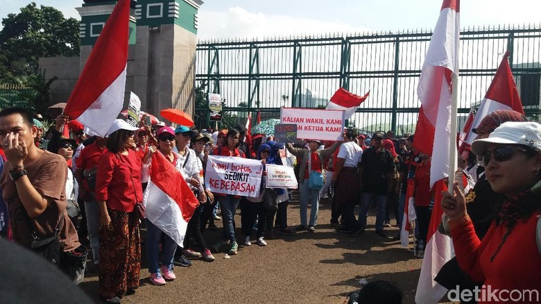 Massa Demo di DPR, Minta UU MD3 Dicabut