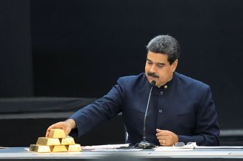 Negara Krisis Ekonomi, Presiden Venezuela Pamer Emas Batangan