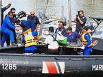 Setelah 50 Jam, 2 Awak Kapal Tenggelam di Malaysia Diselamatkan