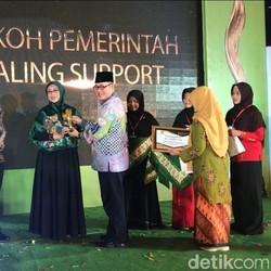 Peduli Organisasi Perempuan, Gus Ipul Terima Aisyiyah Awards 2018
