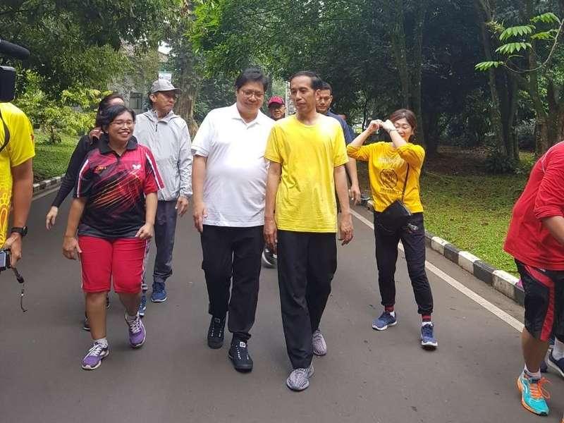 Kaus Kuning dan Chopper Emas di Obrolan Cawapres Jokowi-Airlangga