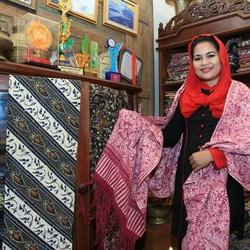 Ini Cerita Puti Tentang Batik Gedog Tuban yang Ia Kagumi