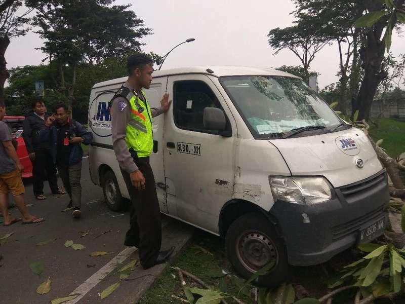 Lokasi Mobil Tabrak Pohon Kamboja Dikenal Angker, Ini Ceritanya
