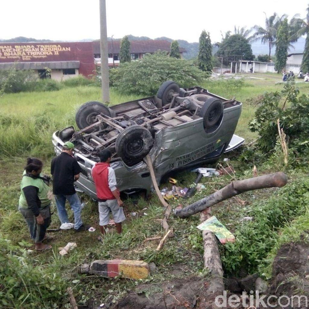 Mobil Dinas Kemensos Terguling di Brebes, 1 Orang Tewas