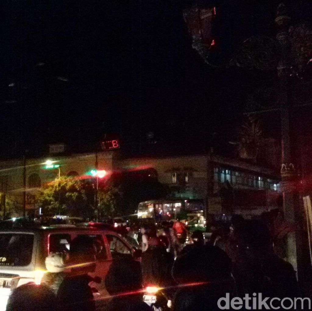 Gedung Agung Gelap, Begini Suasana Earth Hour di Pusat Kota Yogya