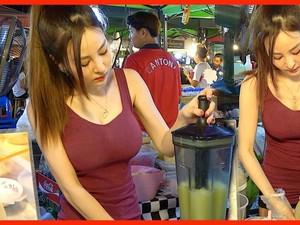 Mau Beli Daging, Getuk dan Takoyaki? Wanita Cantik dan Seksi Siap Melayani