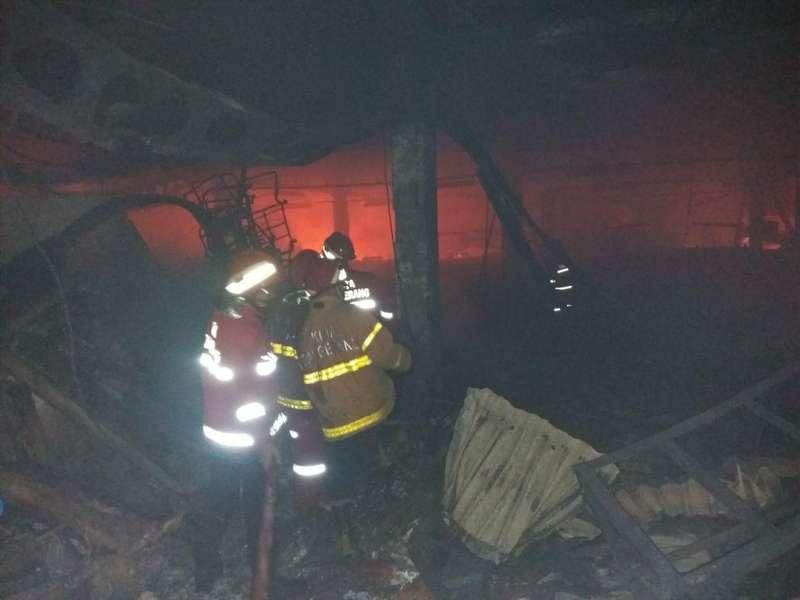 Setelah Hampir 14 Jam, Kebakaran di Pabrik Tangerang Dipadamkan