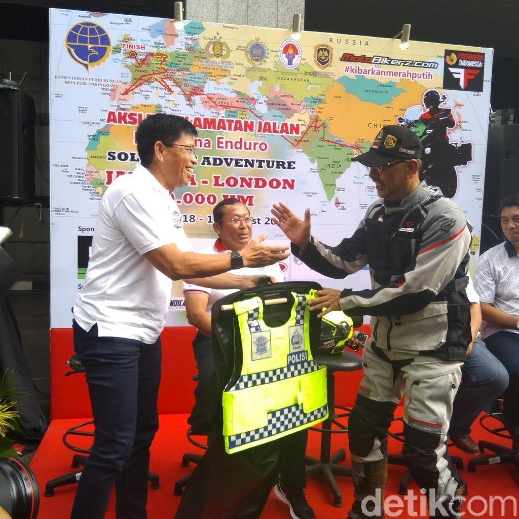 Pria Indonesia Ini Bermotor Sendirian dari Jakarta ke London
