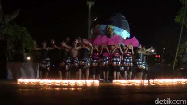 Tari Kecak Meriahkan Earth Hour di Bandara Ngurah Rai