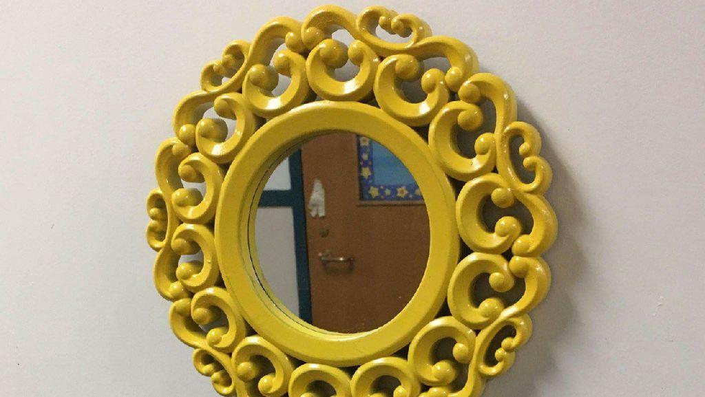 Di Sekolah Ini Ada Cermin Ajaib Agar Murid Makin Pede Lho