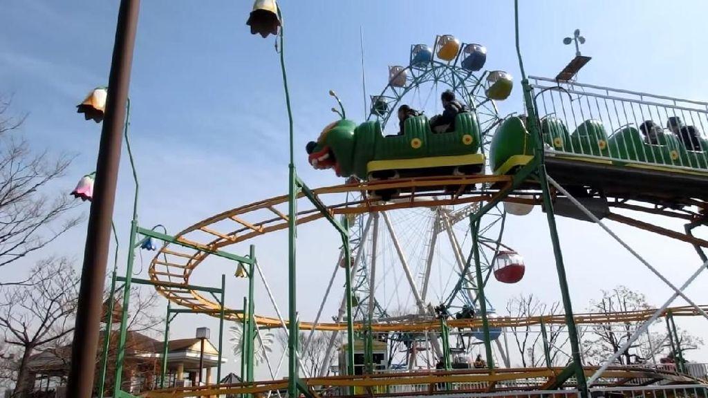 Saking Lambatnya, Traveler Tidak Sadar Roller Coaster Ini Berhenti
