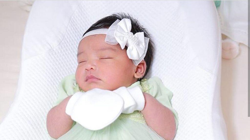 Cantiknya Siti Aafiyah, Bayi Pipi Merahnya Siti Nurhaliza