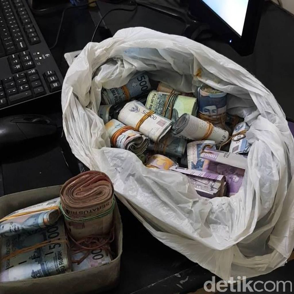 Akan Dikemanakan Uang Rp 49 Juta Milik Askan?