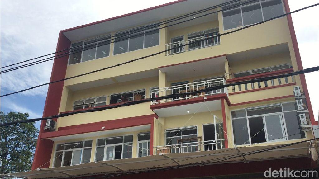 Tak Sesuai IMB, Lantai 4 Bangunan di Cipayung Dibongkar
