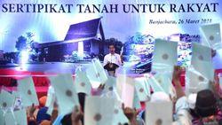 PD-Gerindra Sindir Jokowi yang Selipkan Foto di Sertifikat Tanah