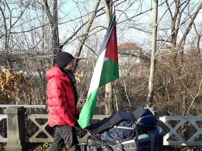 Inspiratif! Kisah Pria Jalan Kaki dari Swedia Demi Palestina