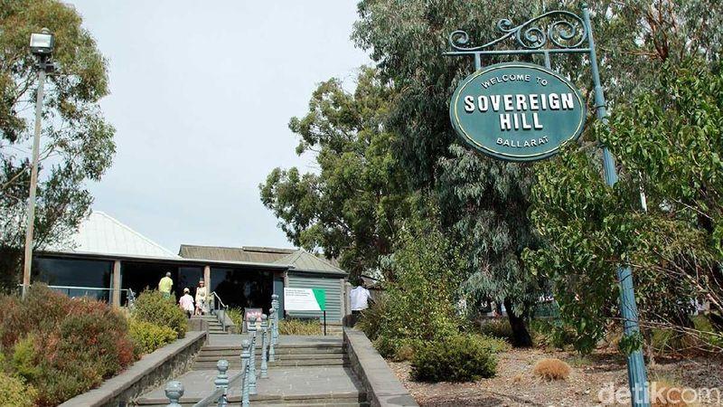 Era penambangan emas memang sudah tidak eksis lagi. Namun di Sovereign Hill Ballarat, Australia, kamu bisa coba jadi penambang emas sehari (Randy/detikTravel)
