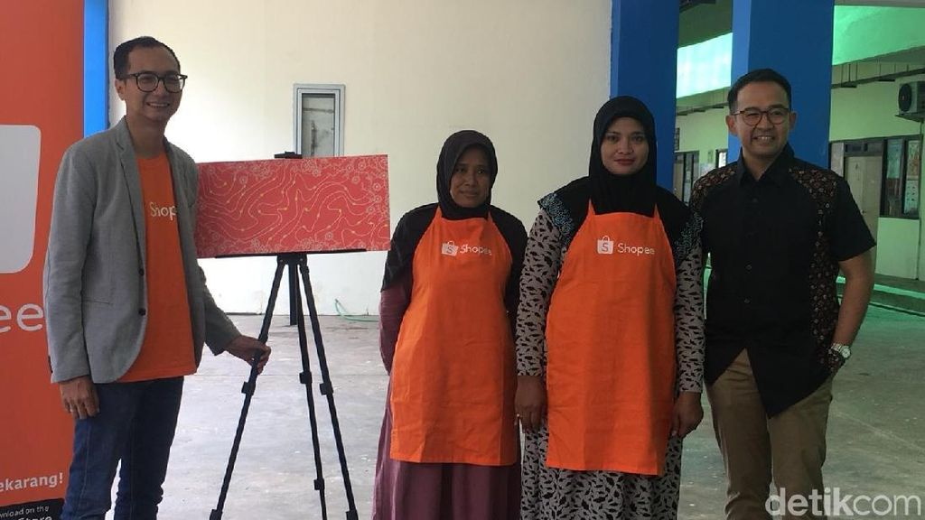 Kisah Ibu Penjual Kerupuk di Pulogebang yang Alih Profesi Jadi Pembatik