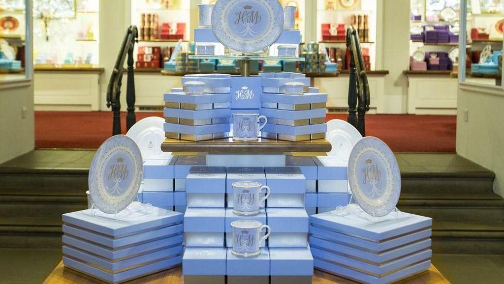 Ini Souvenir Pernikahan Pangeran Harry dan Meghan Markle yang Dijual untuk Umum
