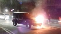Mobil SUV Terbakar di Bundaran Senayan