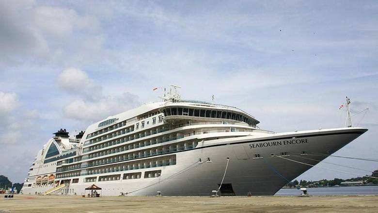 Kapal cruise MS Seabourn Encore (dok BPKS Sabang)