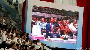 Foto: Jokowi Ikut Main Angklung Pecahkan Rekor MURI!