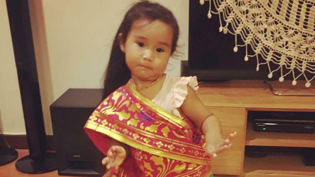 Kenalan dengan Kina, si Imut Putri Happy Salma yang Menggemaskan