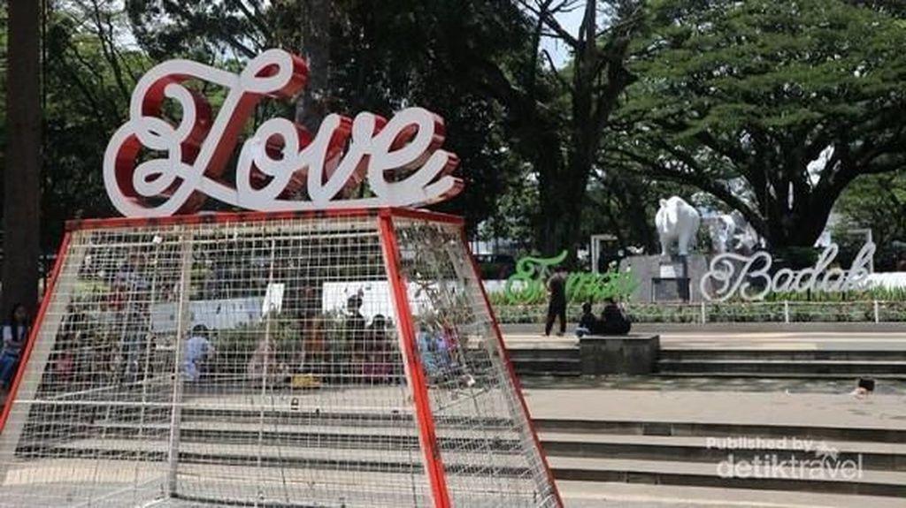 Taman Kekinian di Bandung, Ada Gembok Cintanya