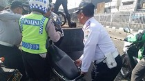 Operasi Parkir Liar di Jatinegara, Belasan Motor Dicabut Pentil