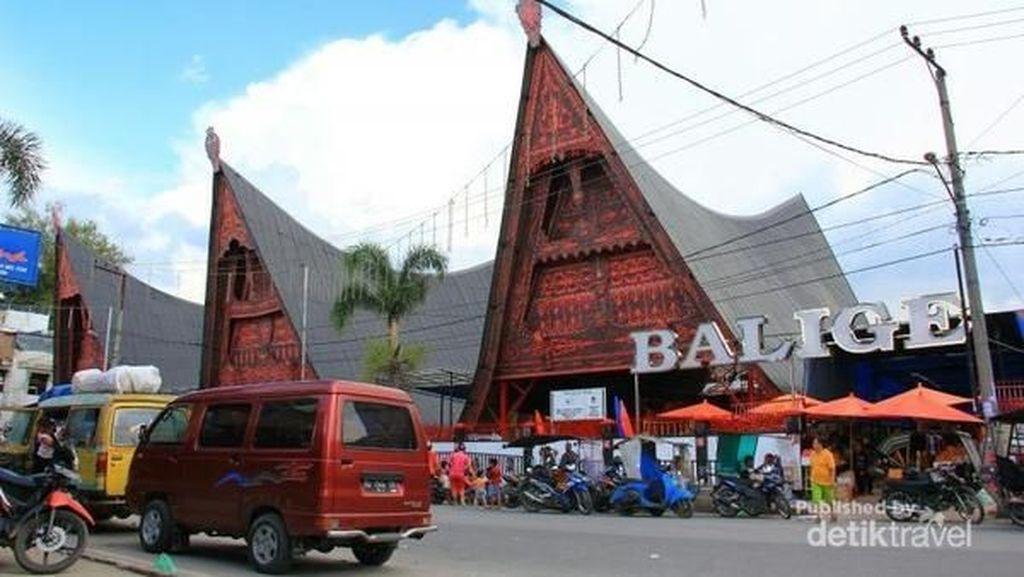 Jalan-jalan ke Balige, Jangan Lupa Beli Ulos Di Sini