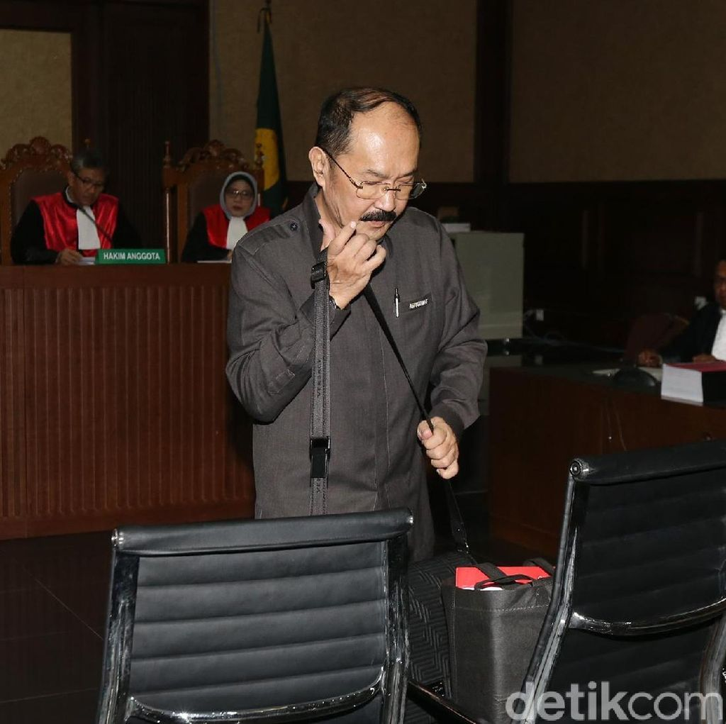 Hilman dan Dokter RS Medika Jadi Saksi di Sidang Fredrich