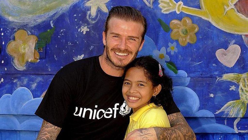 So Sweet! Gaya Beckham Bersama Sripun dan Anak-anak di Seluruh Dunia