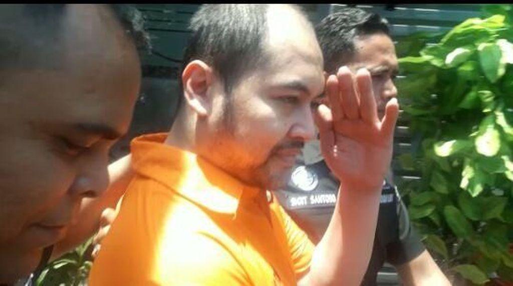 Berbaju Tahanan, Arseto Pariadji Dikawal Polisi ke Puslabfor
