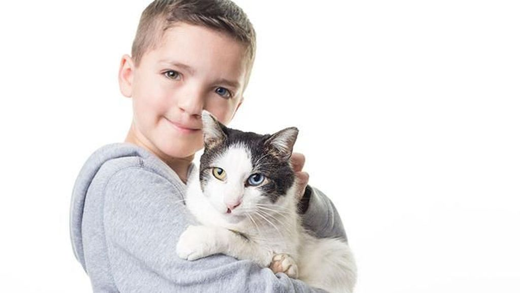 Foto: Kisah Haru Persahabatan Bocah dan Kucing Sama-sama Sumbing