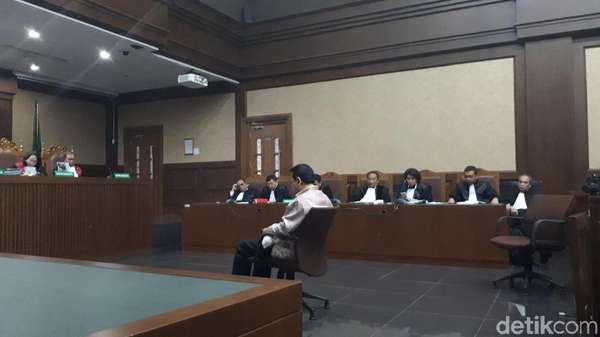 Jaksa KPK Baca Tuntutan, Novanto Menguap dan Terpejam