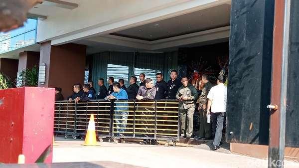 Anies Terjunkan 30 Ibu-ibu Satpol PP, Begini Suasana Alexis