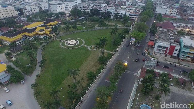 Istana Maimun di Medan merupakan salah satu dari sekian istana yang paling indah di Indonesia. Alamatnya di Jalan Brigjen Katamso, Kelurahan Sukaraja, Medan (Okta Marfianto/detikTravel)