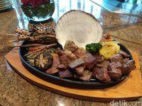 Yoshi Izakaya Suguhkan Spring Teppanyaki dengan Daging Wagyu Omi