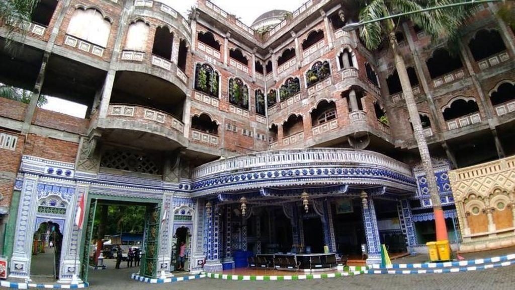 Masjid yang Konon Dibikin Jin di Malang, Masa Sih?