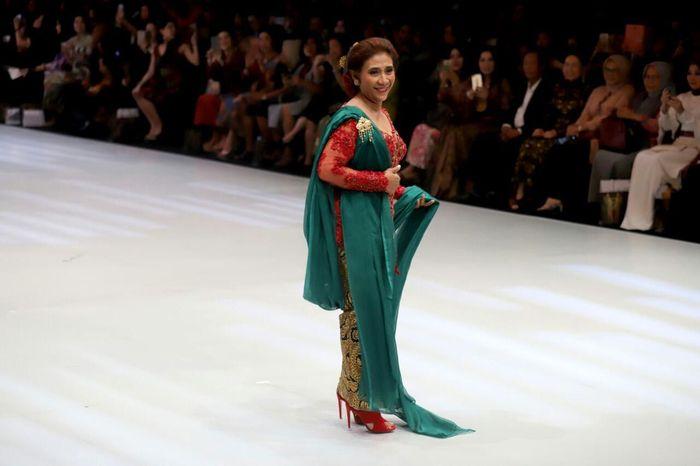 Susi jadi model di Indonesia Fashion Week (IFW) 2018. (Dok Kementerian Kelautan Perikanan/KKP)