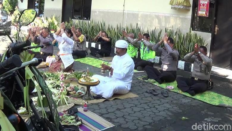 Ritual Tumpek Landep di Bali (Nandhang/detikTravel)