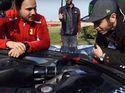 Valentino Rossi Selingkuh dengan Ferrari?