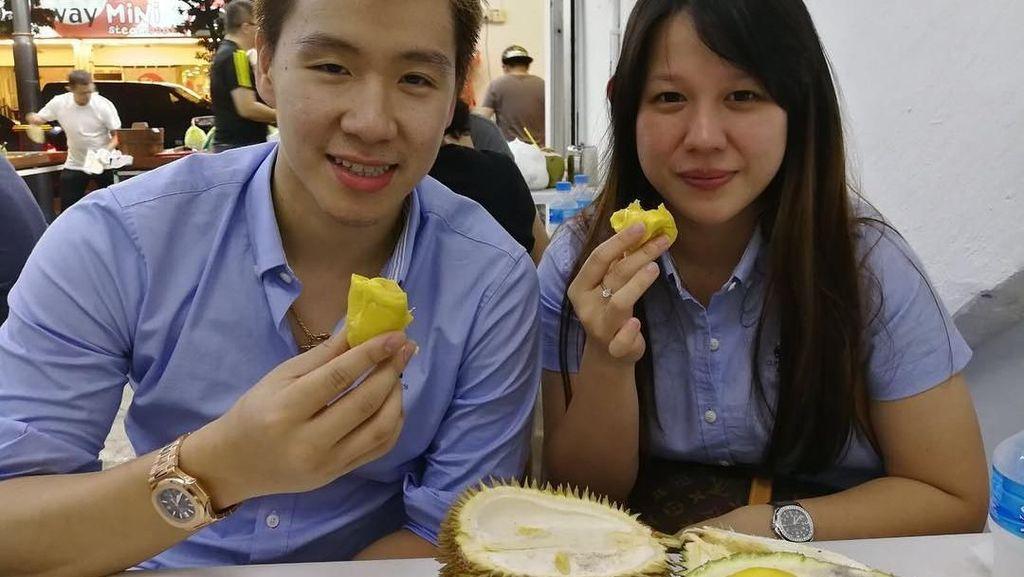 Intip Aksi Pebulutangkis Marcus Gideon Saat Makan Durian dan Sushi